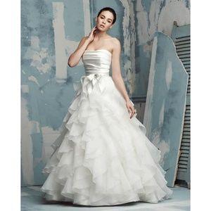 Paloma Blanca 4116 wedding dress